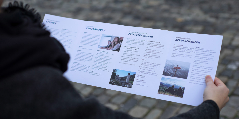 Corporate-Design Theologische Hochschule Chur Image Flyer